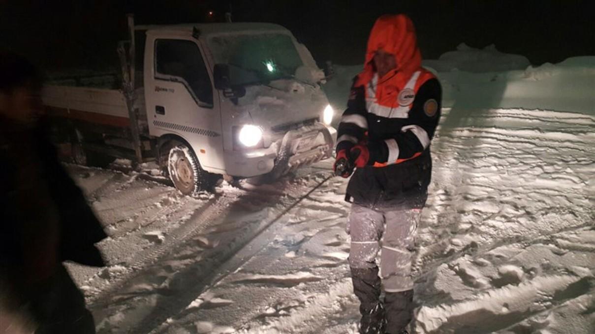 Mahsur kalan vatandaşları AFAD ekipleri kurtardı