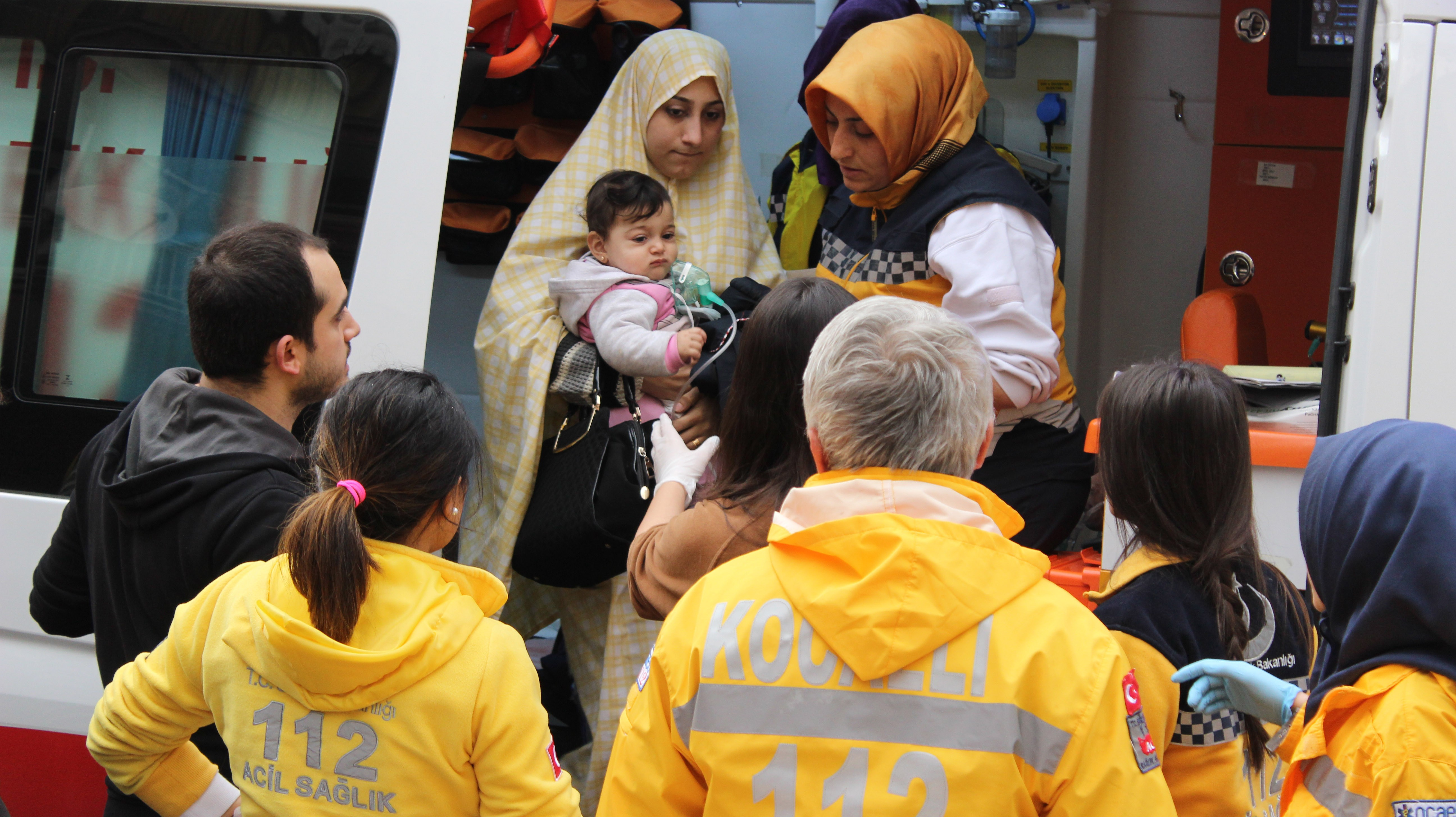 Alevlerin arasında kalan vatandaşların yardımına itfaiye yetişti