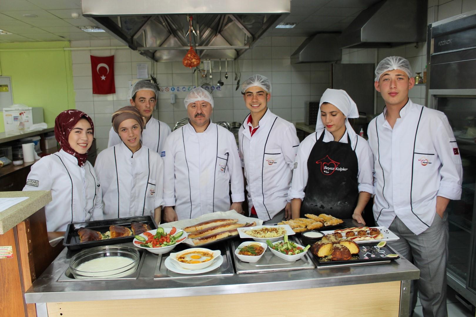 Kocaeli'nin yöresel yemeklerini yaptılar