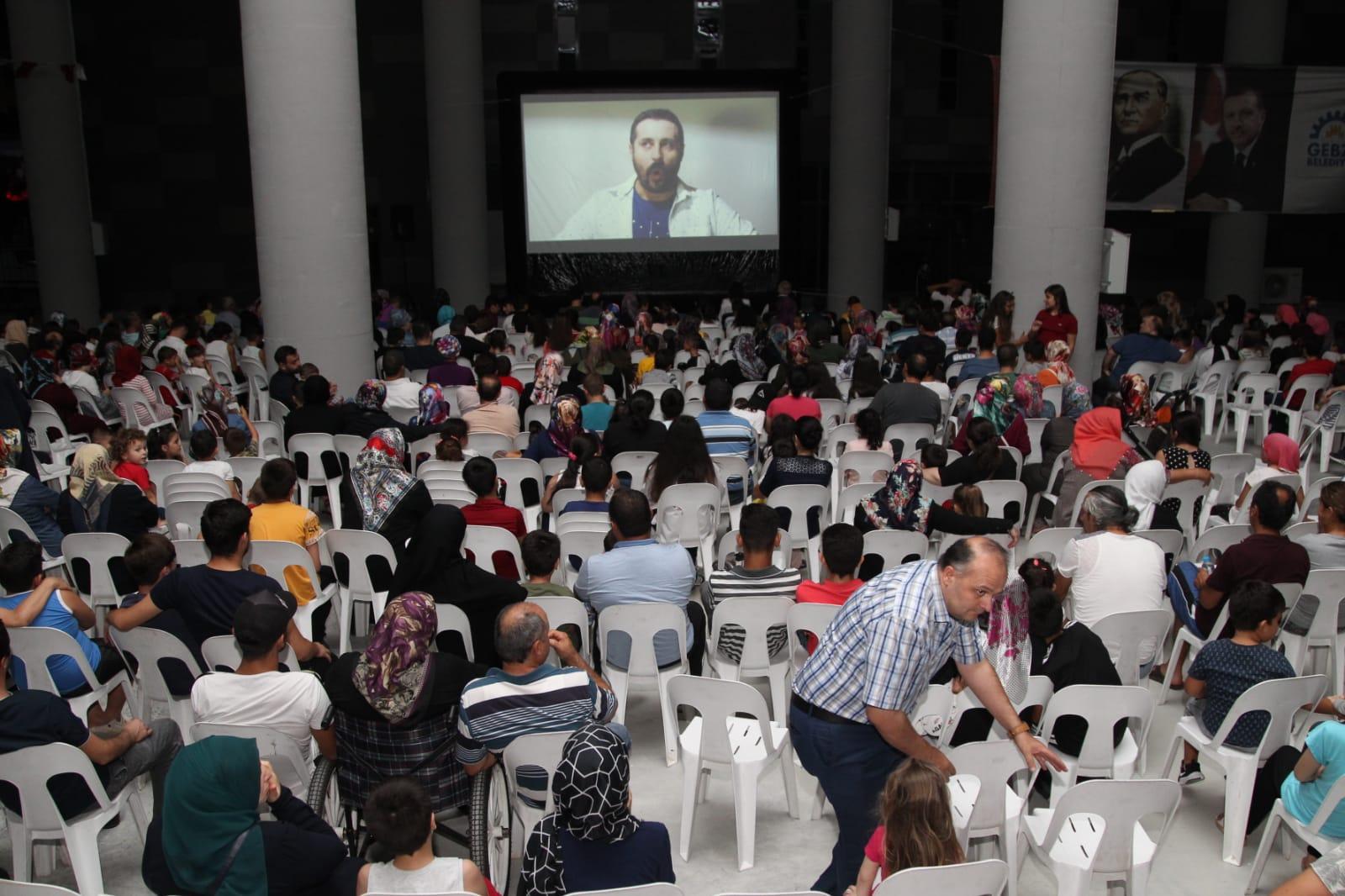 Gebze'de Sinema Pazarı'nda Film Keyfi Sürüyor