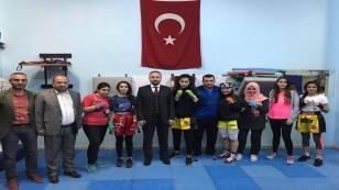 AK Parti Çayırova İlçe Başkanı Ali Osman Gür Genç Sporcuları Ziyaret Etti