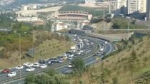 TEM'de İstanbul'a dönüş yoğunluğu sürüyor