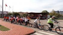 Öğrenciler, bisiklet kullanmayı öğreniyor