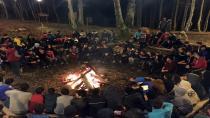 Bilgievi öğrencileri Diriliş Kampı'nda geleneksel kamp ateşini yaktı