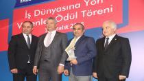 KOTO Meclis Başkanı Doğan, YTSO'da ödül verdi