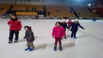 Buz pateni başarılı öğrenciye ücretsiz