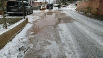 Bozulan asfalt zeminler onarılıyor