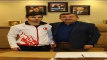Eray Şamdan Dubai'den Madalyayla Döndü