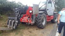 Fındık işçilerini taşıyan minibüs, iş makinesiyle kafa kafaya çarpıştı: 15 yaralı