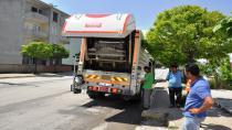 Temizlik ekipleri sokakları vatandaşlar ile temizliyor