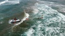 Dev dalgaların arasında nefes kesen kurtarma operasyonu