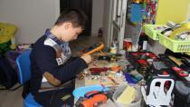 4 yaşında başlayan merakı odasını tamir atölyesine çevirdi