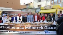 Başkan Demirci, Vatandaşlara Aşure İkram Etti