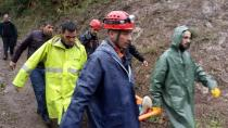 Kestane toplarken kolunu kıran genci AFAD ekipleri kurtardı