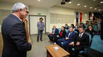 Başkan Karaosmanoğlu ''Ayyıldız'ın altındaki gençliğin ışığı yeter''