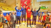 Güreşçilerden 11 madalya