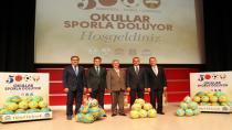Başkan Köşker'den okullara sportif destek!
