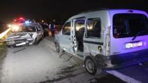 TEM Otoyolu'nda hafif ticari araçla otomobil çarpıştı:6 yaralı