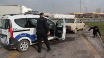 Otomobilde uyuşturucu alan iki kişi polise yakalandı