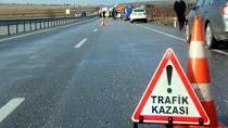 Yolun karşısına geçmek isteyen Suriyelilere araç çarptı: 2 ölü