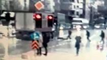 Kırmızı ışıkta geçen yayaya kamyon çarptı: 1 ölü