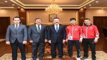 Şampiyon Vali Aksoyu Ziyaret Etti