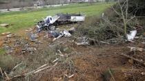 Kontrolden çıkan kamyon, 15 metre yükseklikten tarlaya uçtu: 3 yaralı