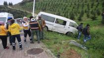 İnşaat işçilerini taşıyan minibüs elektrik direğine çarptı: 5 yaralı