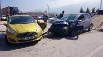 Kocaeli'de iki otomobil çarpıştı: 5 yaralı