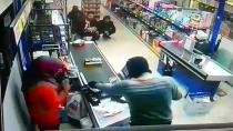 Markete giren kar maskeli silahlı soyguncu bin 250 lirayı gasp etti