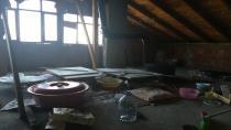 Yaşlı kadın ekmek yapmak isterken evi yandı