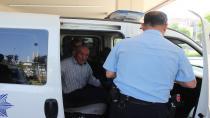 Bal satıcısı yaşlı adamın gözüne biber gazı sıkıp 300 TL'sini gasp ettiler
