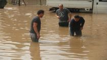 Kocaeli'de sağanak yağış hayatı felç etti