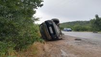 Kontrolden çıkan hafif ticari araç yan yattı: 1'i çocuk 5 yaralı