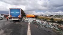 Gazoz yüklü tır, temizlik aracına çarptı: 1 yaralı