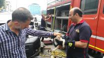 Araç motoruna sıkışan yavru kedi 3 saatte kurtarıldı