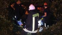 TEM'de tıra çarpan otomobil şarampole devrildi: 2 ölü 3 yaralı