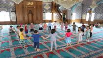 Çayırova anne-çocuk kulübü yaz okulu öğrencileri cami ziyaret ederek fidan diktiler