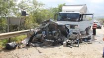 Ölüm yolunda feci kaza: 1 ölü, 1 yaralı