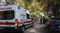 Geri giden otomobilin çarptığı yaya yaralandı