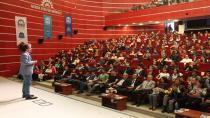 GKM'de özgüven konulu konferans