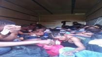Kamyonun kasasında 35 göçmen yakalandı