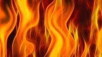 Çıkan yangında iki kişi duman etkilendi