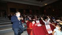 Başkan Şayir, çocuklarla tiyatroda buluştu