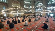 Bayram namazı camilerde kılınabilecek mi ?